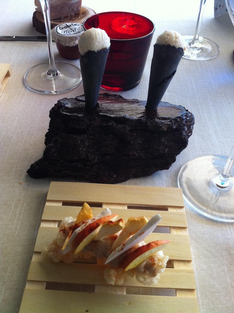 Evolución del torrezno. Helado con crema de boletus y crujiente con tres tipos de setas crudas.