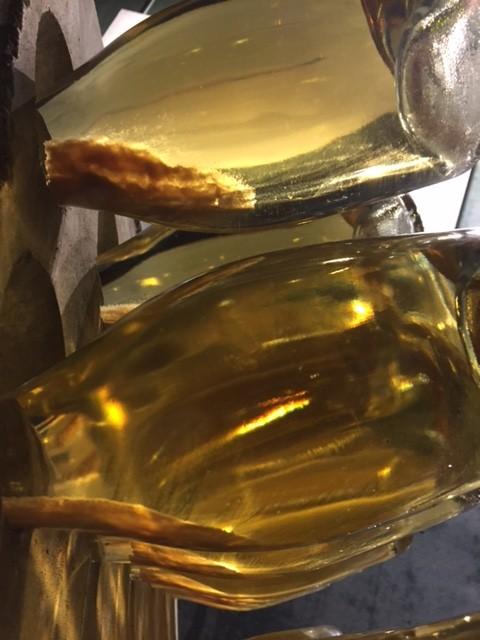 Botellas con levaduras empezando el removido.